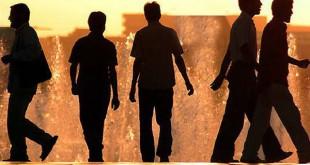 سونامی۷۳۰ هزار دکتر بیکار در اقتصاد/ خانهنشینی جوانان ۲ برابر شد
