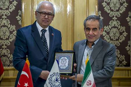 دانشگاه های رازی کرمانشاه و ازمیر ترکیه تفاهم نامه همکاری امضا کردند
